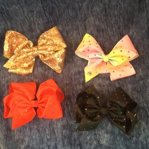 "Hair bows: 2 are ""Jojo "" bos, all size large."